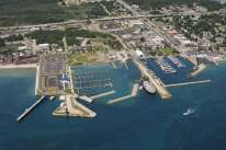 MackinawCityHarbor.jpg